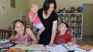 Scena di insegnamento a casa