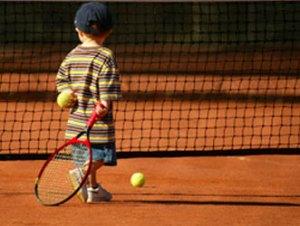 il bambino e il tennis