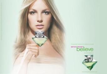 """Britney Spears con il suo profumo """"Believe"""""""