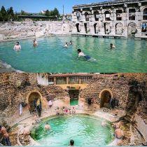 foto di terme romane funzionante con persone che fanno in bagno