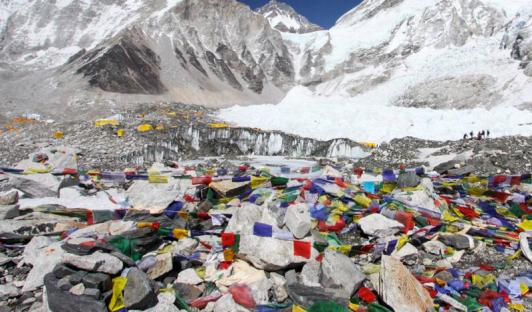 Everest con rifiuti
